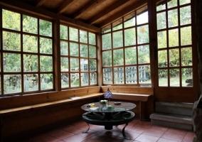 Sala con grandes ventanales