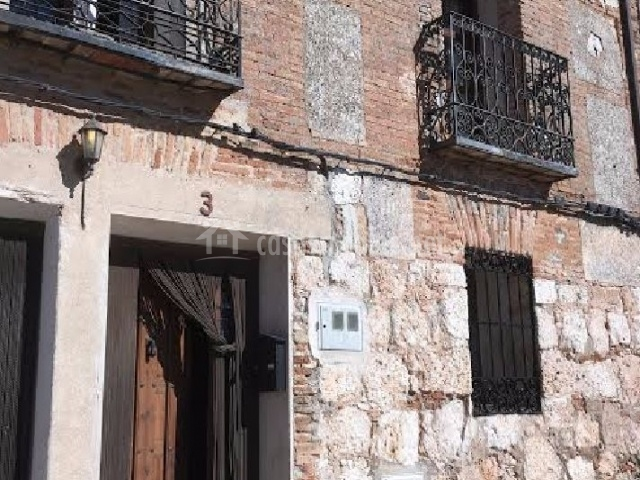 Amplia fachada tradicional