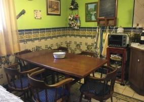Mesa del comedor en la cocina
