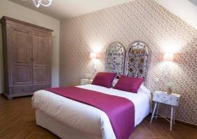 Dormitorio amplio de matrimonio con armario