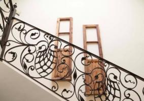Escaleras con elegante balaustrada