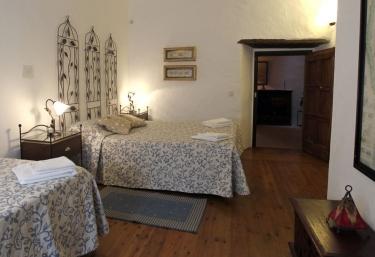 La Finestreta - Can Gat Vell - Llampaies, Girona