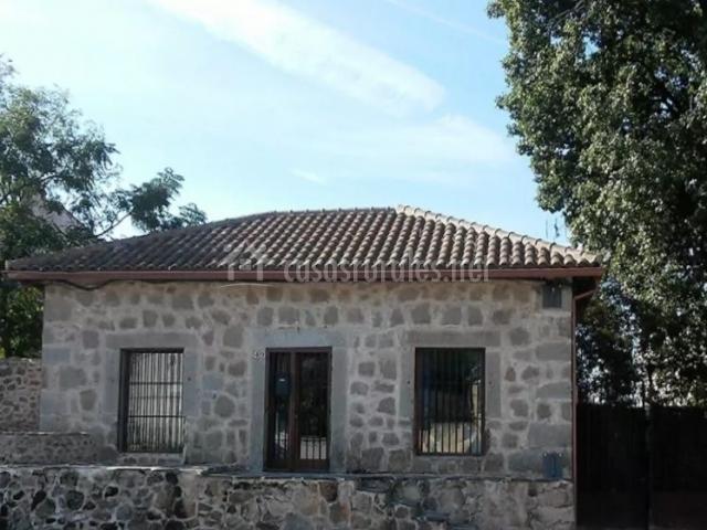 Casa rural independiente en la sierra de gredos en la for Casa rural con piscina independiente