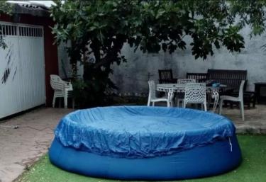 Casas rurales con piscina en la adrada for Piscina la adrada