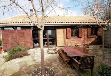 Casas rurales en la adrada - Casas rurales madera ...