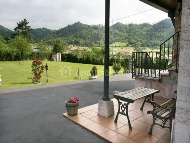 Apartamento la granda i apartamentos rurales en cangas for Terrazas oviedo