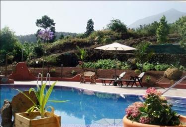 Casas rurales con piscina en cueva del viento for Complejo rural con piscina