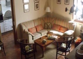 Sofá alargado del salón