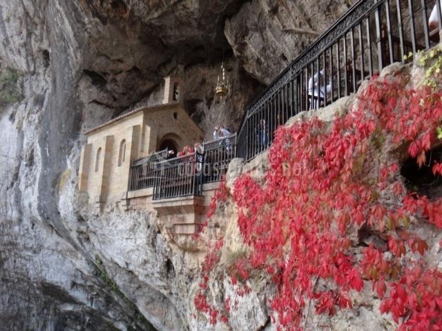 La Santa Cueva de Covadonga