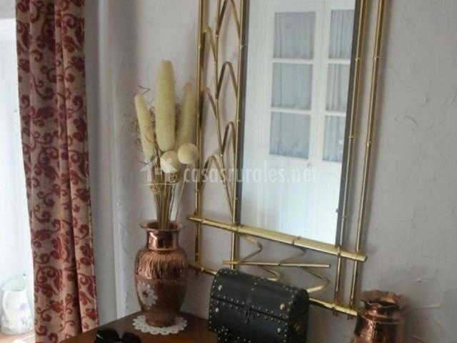 Dormitorio de matrimonio y mueble de madera