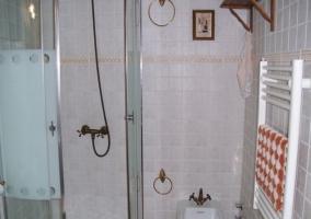 Aseo con la ducha y el lavabo