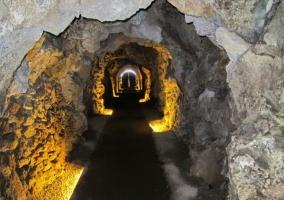 Acceso a la Cueva de Guineas