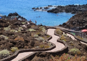 Camino hacia la Playa El Tacorón