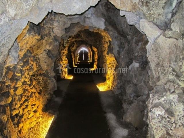 Acceso a la Cueva de Guinea