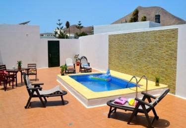 Casas rurales con piscina en lanzarote for Casas rurales con piscina en alquiler