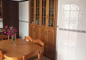Mesa de comedor en la cocina