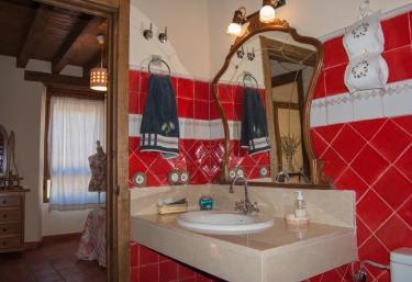 Baño con ducha. Habitación.