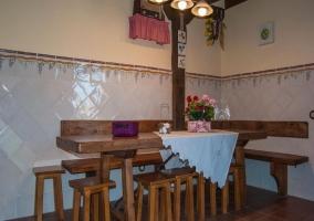 Mesa de madera de la cocina