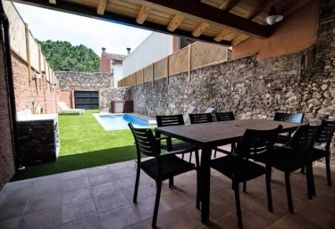 Casas rurales con piscina en sant esteve de palautordera for Casas rurales con piscina en alquiler
