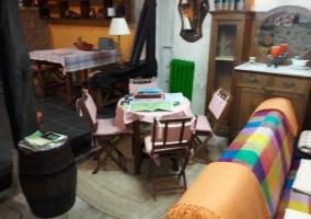 Sala de estar y mesa