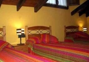 Pipa con dormitorio de matrimonio y techos de madera