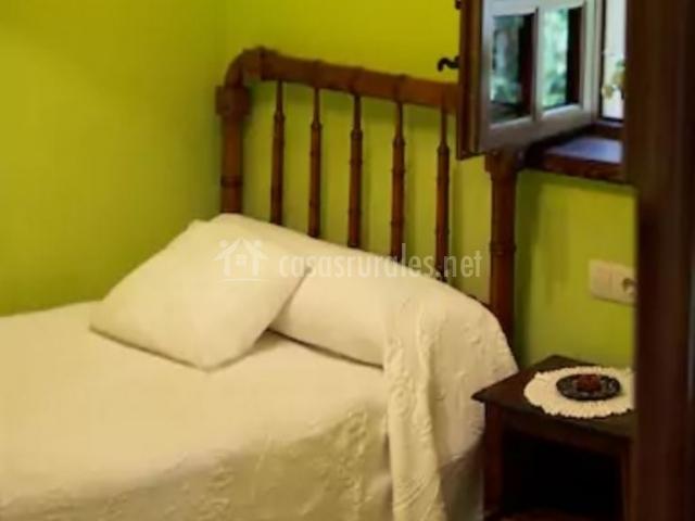 Dormitorio con camas sencillas