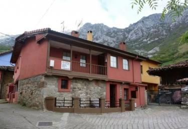 Casa Rural El Tejo - Bermiego, Asturias