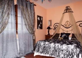 Habitación con cama matrimonial
