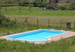 Disfruta de nuestra piscina en un enclave natural