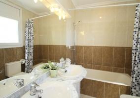 Bañera con cortina de ducha