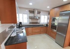 Cocina con electrodomésticos de acero