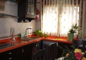 Encimera de la cocina y utensilios