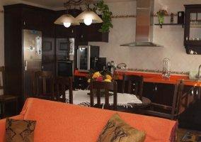 Mesa de comedor y cocina