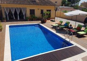 Patio con piscina privada