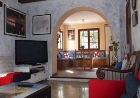 Salón conectado con la cocina