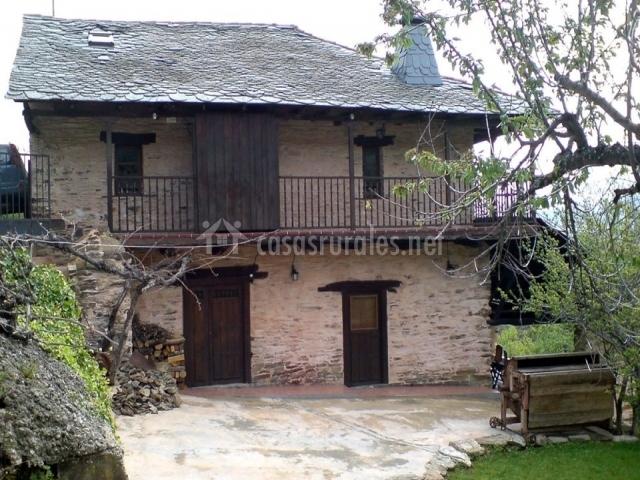 Fachada Casa Rural la Devesina