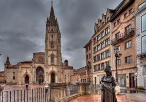 Estatua frente a la Catedral