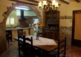 Comedor y acceso a la cocina