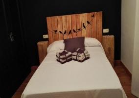 Cuarto doble con cama matrimonial