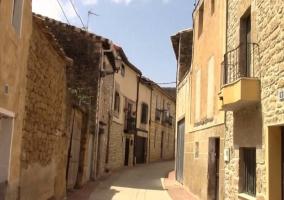 Calles con fachadas de piedra
