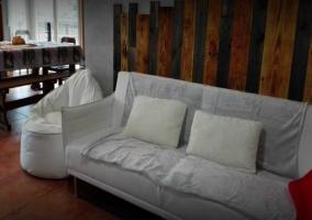Puf junto al sofá