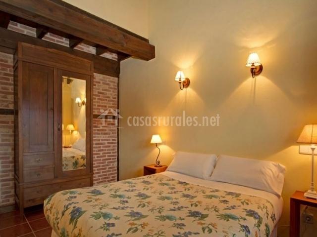 Dormitorio doble con cama grande