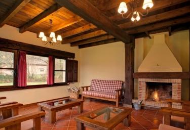 Casas rurales con chimenea en la pereda llanes for Casa rural con chimenea asturias