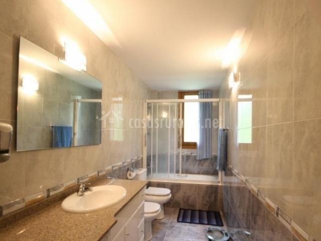Baño completamente equipado