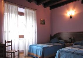 Habitación con paredes rosas
