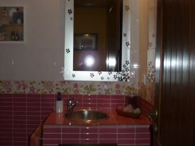 Aseo con lavabo y espejo