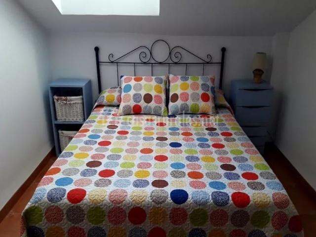 Cama matrimonial del dormitorio