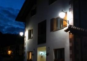 Exterior fachada noche