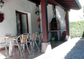 Exterior terraza y barbacoa