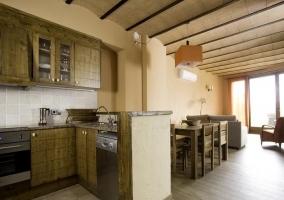 La Font Nova cocina y sala de esar al lado